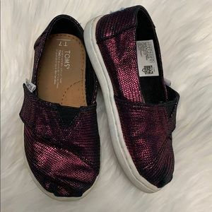 Girls pink toms